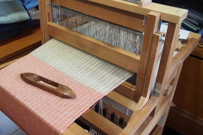 香川県指定伝統工芸品である手織り保多織