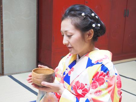 着付け、茶道共に定期的に教室も開講中。