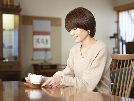 カフェスペースでは、ナカシマデザインの椅子で座り心地を体験しながら、ゆっくりお茶をどうぞ。